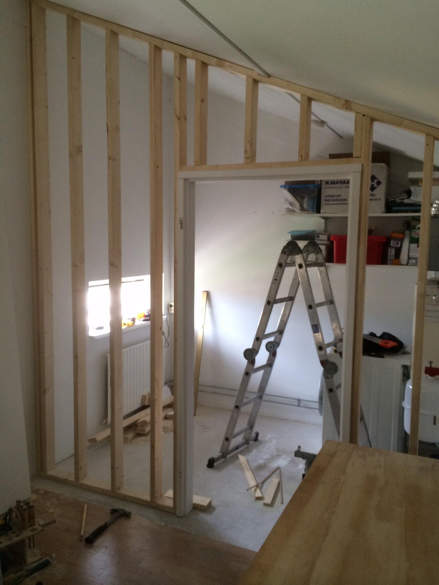Het aftimmeren van een zolder waarmee gemakkelijk een nieuwe ruimte gerealiseerd wordt